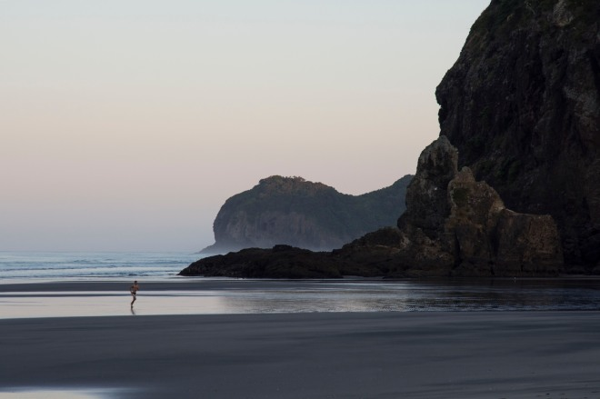 Morning swimmer Piha med res